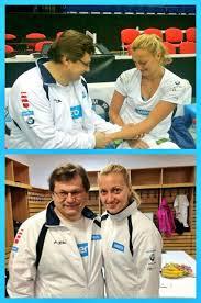 Dr. Vlastimil Voracek en een tennisspeelster van het Tjechische team