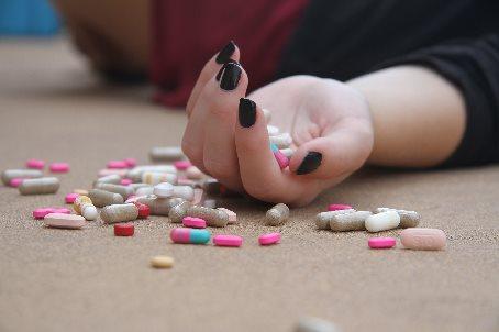medicijnen onderdrukken symptomen en verergeren het gezondheidsprobleem